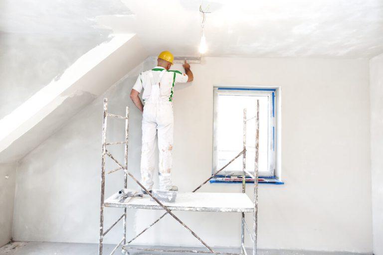 stuckwerk aanbrengen op wanden en plafond